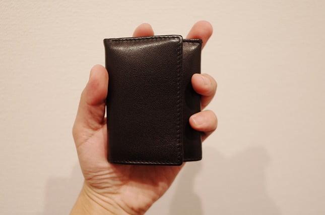 小さくて薄い財布のサイズ感