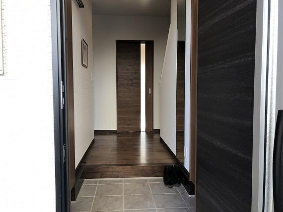 玄関に小物を置くスペースがない