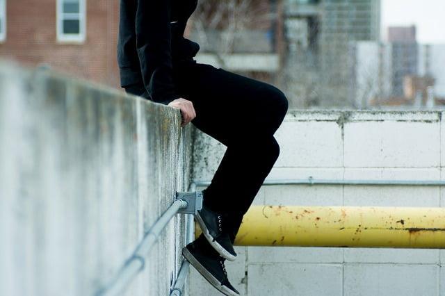 黒スニーカーは一1足は持っておきたい万能なスニーカー