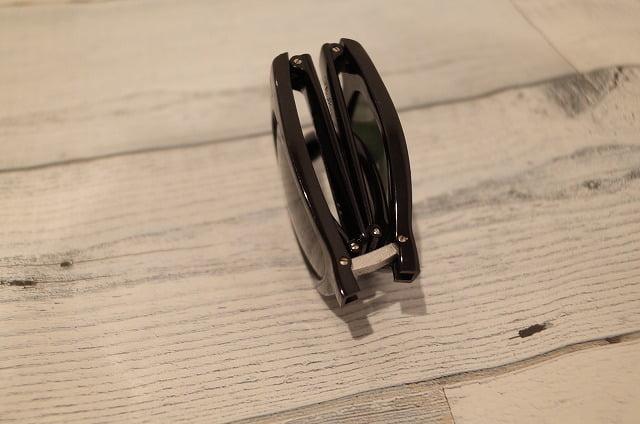 レイバンの折りたたみサングラスは薄い