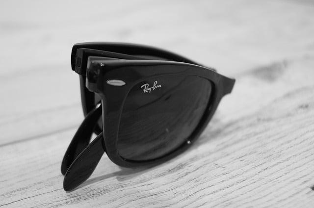 RayBanの折りたたみサングラスは手軽に持ち運びできる便利なサングラス