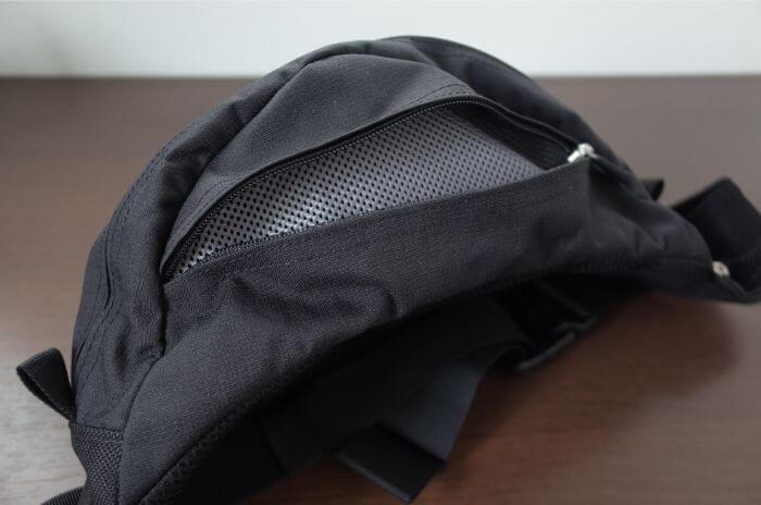 ノースフェイス(THE NORTH FACE)のスウィープの上部ポケット