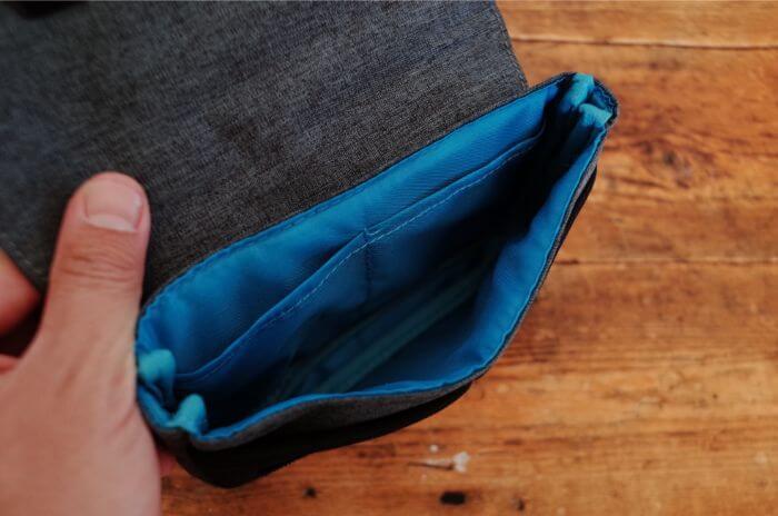 エレコムのガジェットポーチ「BORSA」の気室内ポケット