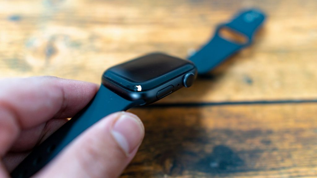 AppleWatchに保護フィルム貼り付け