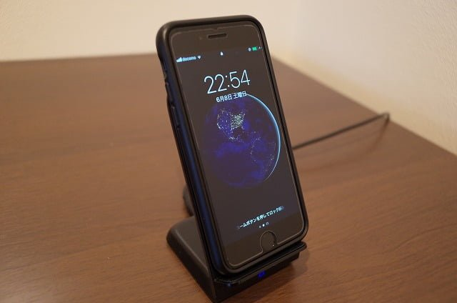 Anker PowerWave 7.5Standでスマホを充電